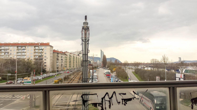 Wohngegend direkt vor dem Donauufer