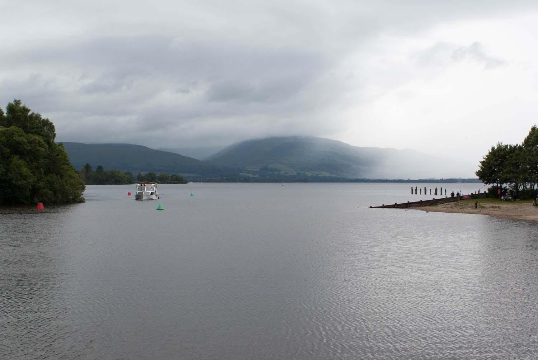 Loch Lomond, Wolken hängen über dem See