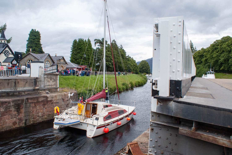 Schleuse, die Boote vom Kanal in den Loch Ness befördert