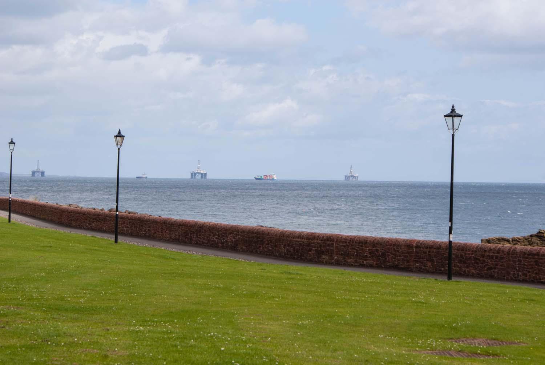 Schottland - Ostküste mit Ölbohrtürmen